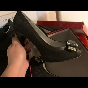 Guess Shoes - Brandnew in Box Guess Heels 7.5
